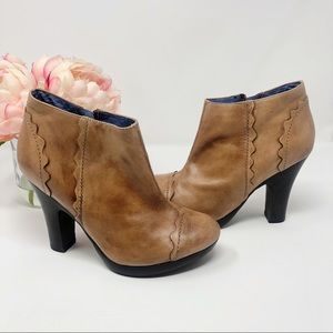 Biviel Couture {Anthro} Scalloped tan booties